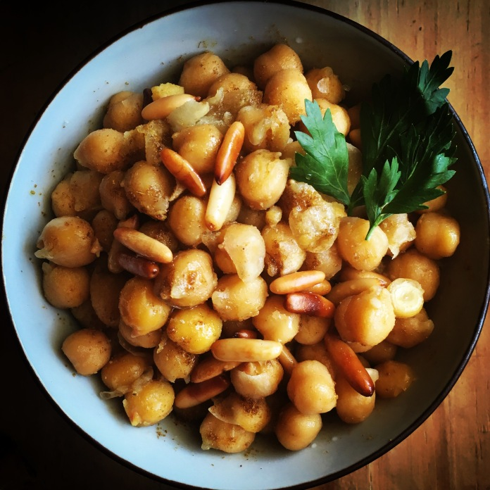 Balila-chickpeas with pine nuts