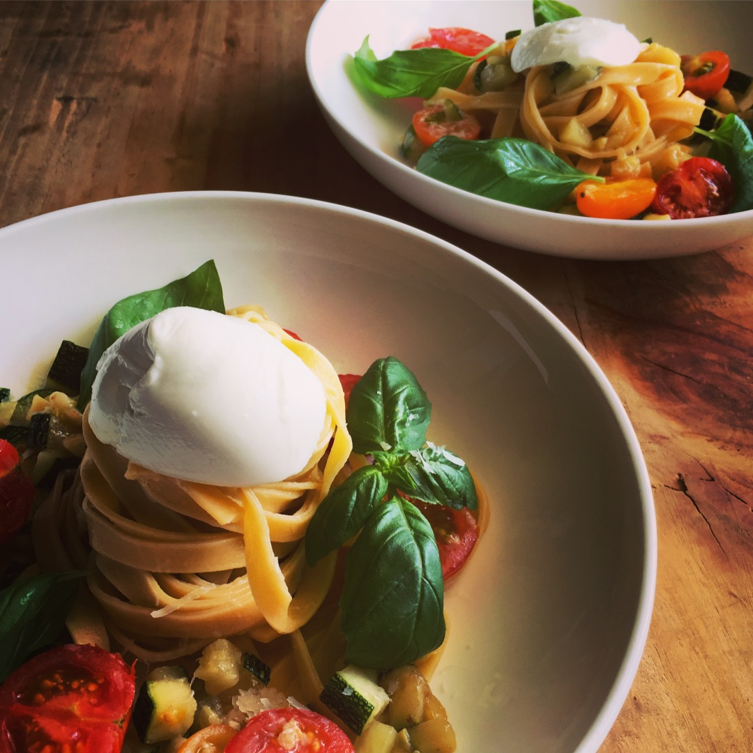 Fresh pasta with summer vegetables and mozarella bowls