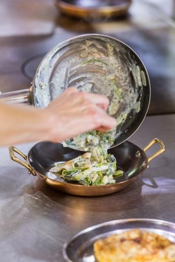 cream-into-dish-la-serre