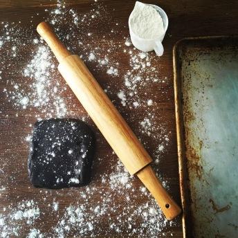 rolling-pin-dough-flour