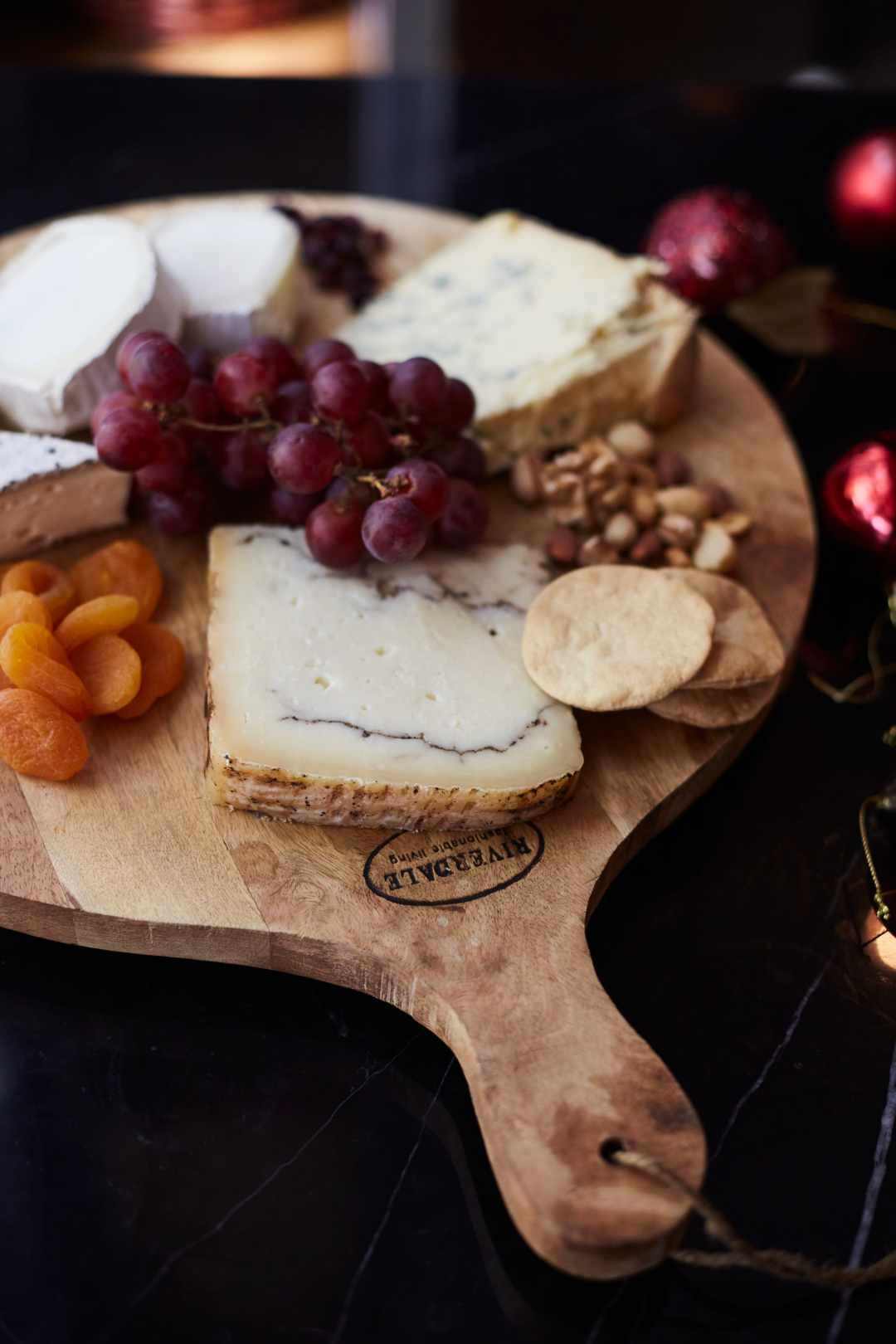 cheese-platter-picture-version-5-with-dried-fruit-grapes-and-nuts