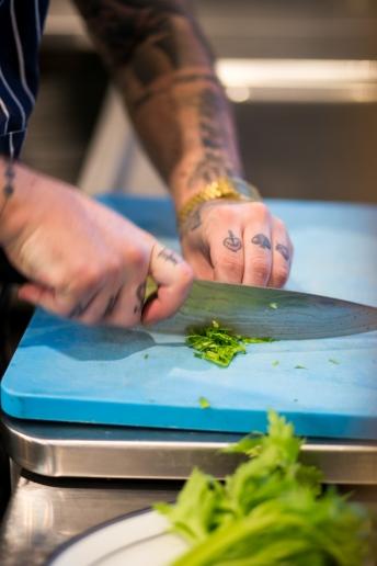 chopping-celery-leaf