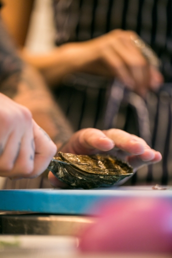 shucking-an-oyster-1
