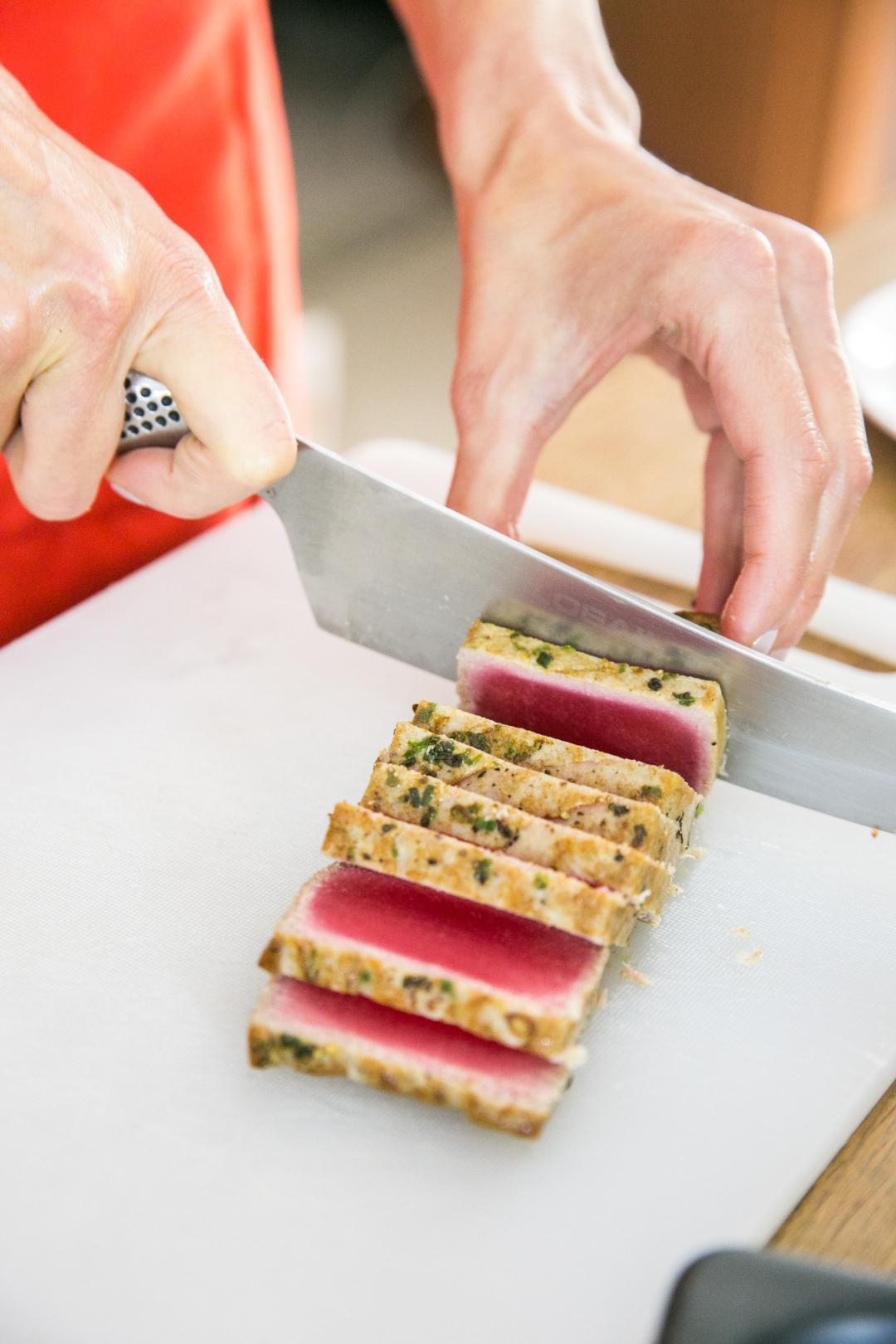 slicing seared tuna 2