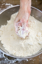 dough that resembles coarse crumbs or sand